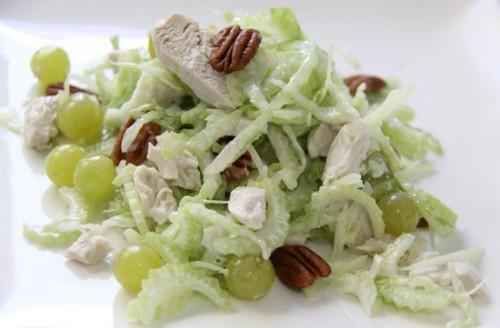 Салати зі стеблових селерою: яскравий смак і мінімум калорій