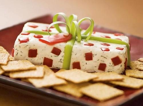 Їстівні новорічні «подарунки»: салати і закуски у вигляді подарунків