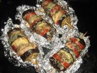 Шашлички з фаршу з баклажаном і томатом