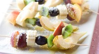 Шашлички з фруктів під «снігом»
