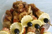 Шашлик з риби, запечений в сирі