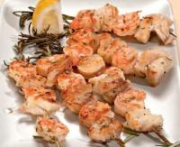 Шашлики з білої риби і креветок