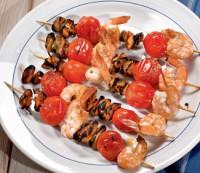 Шашлики з морепродуктів і помідорів