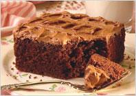 Шоколадний бісквітний торт з карамельним кремом
