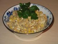 Шпротний салат з кукурудзою та квасолею