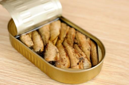 Шпроти в олії. Рецепт картопляних пиріжків зі шпротами