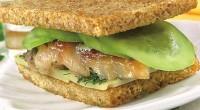Сендвічі з огірками і скумбрією