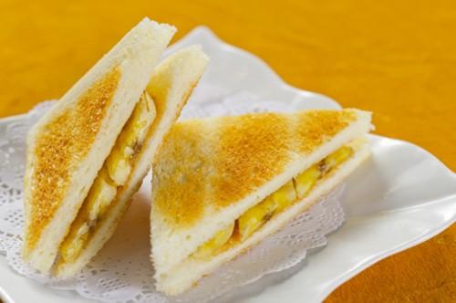 Солодкі сендвічі - простий і приємний сніданок
