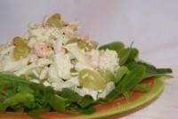 Листковий дитячий салатик з куркою