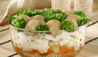 Листковий салат з печерицями