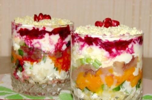 Листковий салатик зі скумбрією «Новий рік»