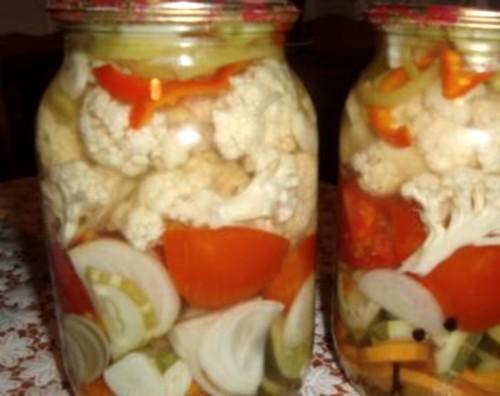 Суміш овочів в маринаді