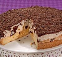 Сметанно-сирний торт з чорносливом