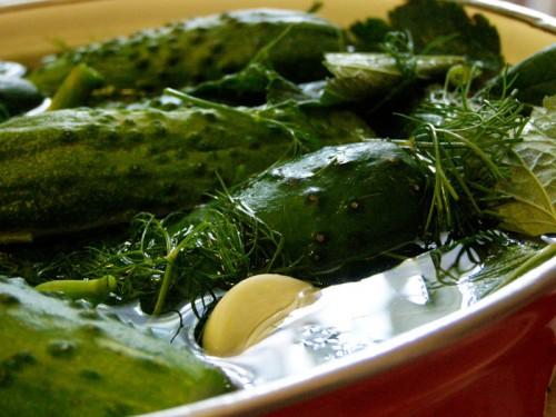 Солимо огірки: секрети улюбленої закуски