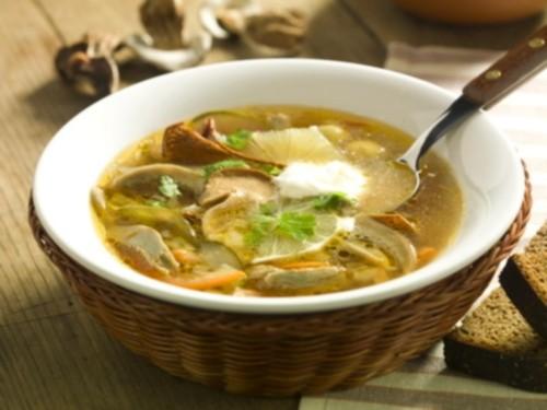 Солянка буває різною: 4 рецепти смачних грибних солянок