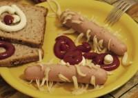 Сосиски на сніданок, фаршировані спагетті