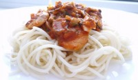 Спагеті з грибами і томатним соусом