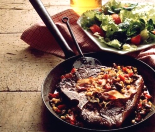 Стейк з яловичини з розмарином і квасоляним пюре