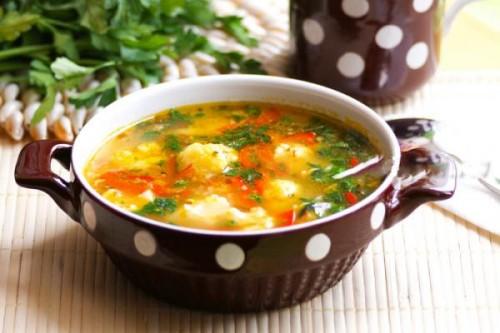 Суп з кольорової капусти