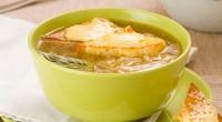 Суп цибульний з сирними тостами