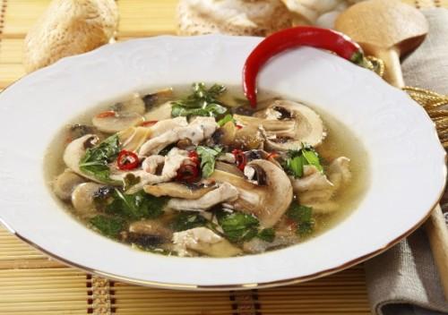 Супи з печерицями: 7 смачних рецептів на кожен день