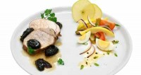 Свинина з лимоном і чорносливом