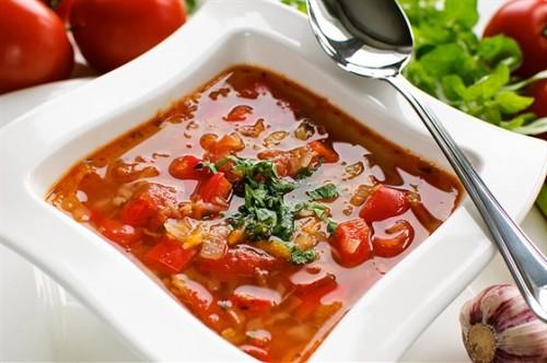 Томатний суп по-польськи з огірком і рисом