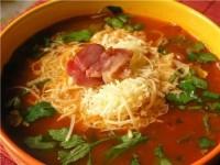 Томатний суп з сиром, овочами і вином