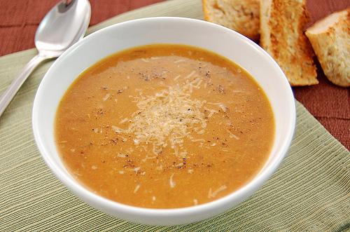 Томатний суп з смаженим часником