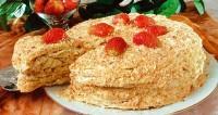 Торт «Наполеон» з полуницею