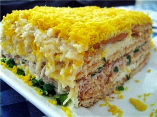 Торт-салат рибний з крекерами