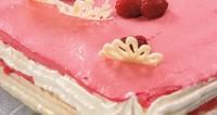 Торт «Повітряний» з малиною