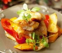 Тріска з овочами в духовці