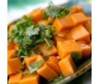 Тушкована з медом і чорносливом морква