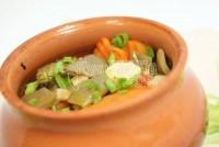 Тушковані овочі з фаршем в горщику