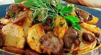 Тушковані з картоплею та сметаною гриби