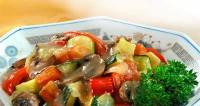 Тушковані в грибному соусі овочі