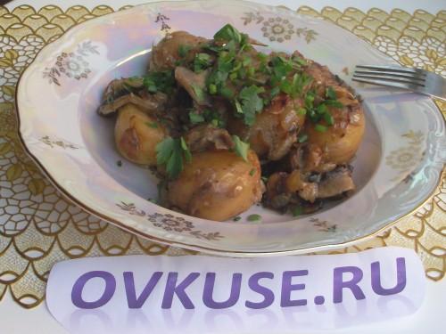 Тушкована картопля з грибами, рецепт приготування з фото