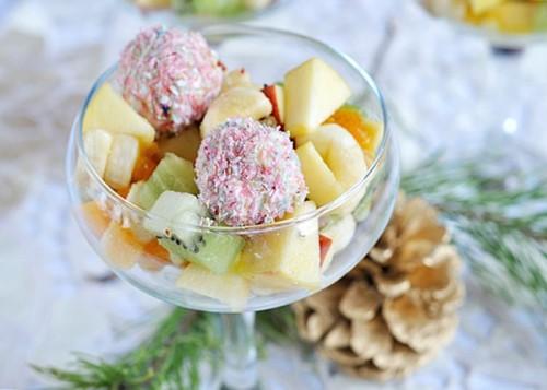 Сир плюс фрукти - кращі варіанти салатів