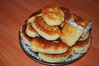 Сирні пиріжки з яйцями і зеленню