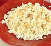Сирний сніданок з горішками і медом