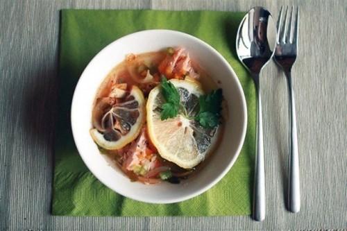 Юшка з лососевих: готуємо смачний домашній суп