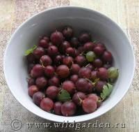 Варення з агрусу з горіхами і медом