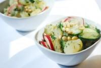 Весняний салат з картоплею і редискою
