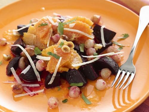 Смачні і корисні повсякденні салати з буряка: 7 простих рецептів
