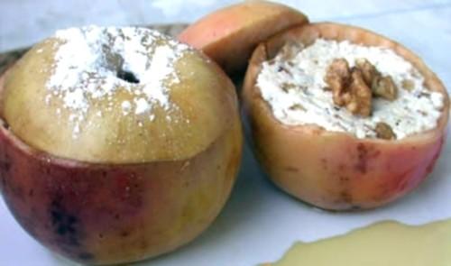 Закуска з яблук з сиром дор блю і горіхами