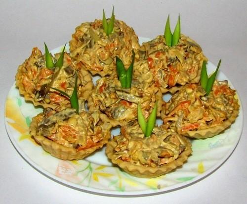 Закуска з телячої печінки з цибулею і морквою