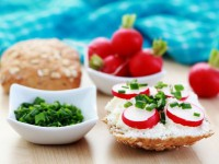 Закуска з сиру з редисом