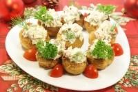 Закуска «Заварні тарталетки з ковбасою та сиром»