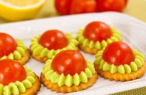 Закусочне фігурне печиво з овочами